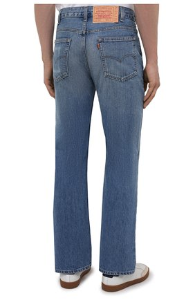 Мужские джинсы valentino x levi's VALENTINO синего цвета, арт. VV0DD01G7FJ | Фото 4 (Силуэт М (брюки): Широкие; Кросс-КТ: Деним; Длина (брюки, джинсы): Стандартные; Материал внешний: Хлопок, Деним; Детали: Потертости; Стили: Кэжуэл)