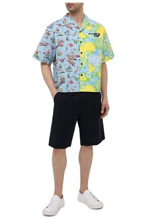 Мужская хлопковая рубашка PRADA разноцветного цвета, арт. UCS319-1X9D-F078N-182   Фото 2 (Длина (для топов): Стандартные; Рукава: Короткие; Стили: Романтичный; Случай: Повседневный; Материал внешний: Хлопок; Принт: С принтом; Воротник: Отложной)
