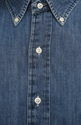 Мужская джинсовая рубашка POLO RALPH LAUREN синего цвета, арт. 711796672/PRL BS | Фото 5 (Манжеты: На пуговицах; Воротник: Button down; Big sizes: Big Sizes; Рукава: Длинные; Кросс-КТ: Деним; Случай: Повседневный; Длина (для топов): Удлиненные; Материал внешний: Хлопок; Принт: Однотонные; Стили: Кэжуэл)
