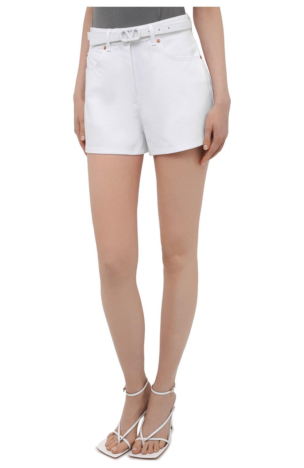 Женские джинсовые шорты VALENTINO белого цвета, арт. WB3DD11X6FK | Фото 3 (Женское Кросс-КТ: Шорты-одежда; Кросс-КТ: Деним; Длина Ж (юбки, платья, шорты): Мини; Материал внешний: Хлопок; Стили: Кэжуэл)