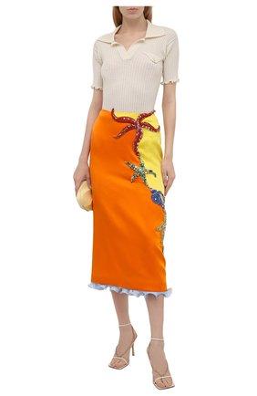 Женская юбка VERSACE оранжевого цвета, арт. A89177/A224536   Фото 2 (Женское Кросс-КТ: Юбка-одежда; Материал внешний: Синтетический материал; Материал подклада: Синтетический материал; Длина Ж (юбки, платья, шорты): Миди; Стили: Романтичный)
