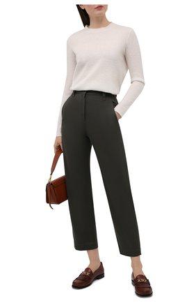 Женские хлопковые брюки BRUNELLO CUCINELLI хаки цвета, арт. MP017P7706 | Фото 2 (Силуэт Ж (брюки и джинсы): Прямые; Женское Кросс-КТ: Брюки-одежда; Материал внешний: Хлопок; Стили: Кэжуэл; Длина (брюки, джинсы): Укороченные)