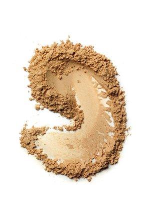 Крем-пудра для лица skin weightless powder foundation, natural BOBBI BROWN бесцветного цвета, арт. ET5K-04   Фото 2