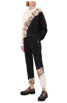 Женские хлопковые джоггеры ELECTRIC&ROSE бежевого цвета, арт. LFBT20-CREST | Фото 2 (Женское Кросс-КТ: Джоггеры - брюки; Стили: Спорт-шик; Силуэт Ж (брюки и джинсы): Джоггеры; Материал внешний: Хлопок; Длина (брюки, джинсы): Стандартные)