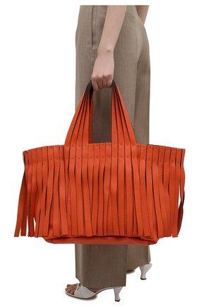 Женский сумка-шопер free VALENTINO оранжевого цвета, арт. VW0B0J01/JFA   Фото 2 (Материал: Натуральная кожа; Сумки-технические: Сумки-шопперы; Размер: medium; Ошибки технического описания: Нет ширины)
