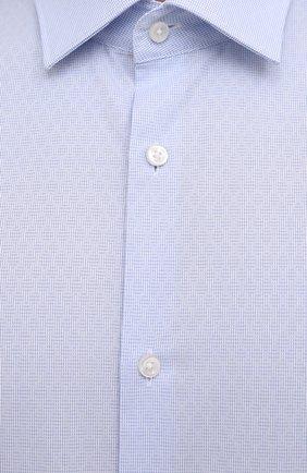 Мужская хлопковая сорочка HUGO голубого цвета, арт. 50453356   Фото 5 (Манжеты: На пуговицах; Воротник: Кент; Рукава: Длинные; Рубашки М: Regular Fit; Длина (для топов): Стандартные; Материал внешний: Хлопок; Стили: Классический; Случай: Формальный; Принт: Однотонные)