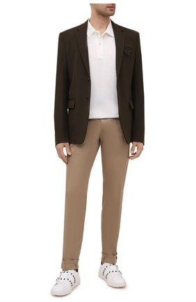 Мужские хлопковые брюки VERSACE бежевого цвета, арт. A89392/A229958 | Фото 2