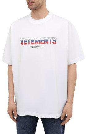 Мужская хлопковая футболка VETEMENTS белого цвета, арт. UA52TR290R 1611/M   Фото 3 (Рукава: Короткие; Длина (для топов): Стандартные; Стили: Гранж; Принт: С принтом; Материал внешний: Хлопок)