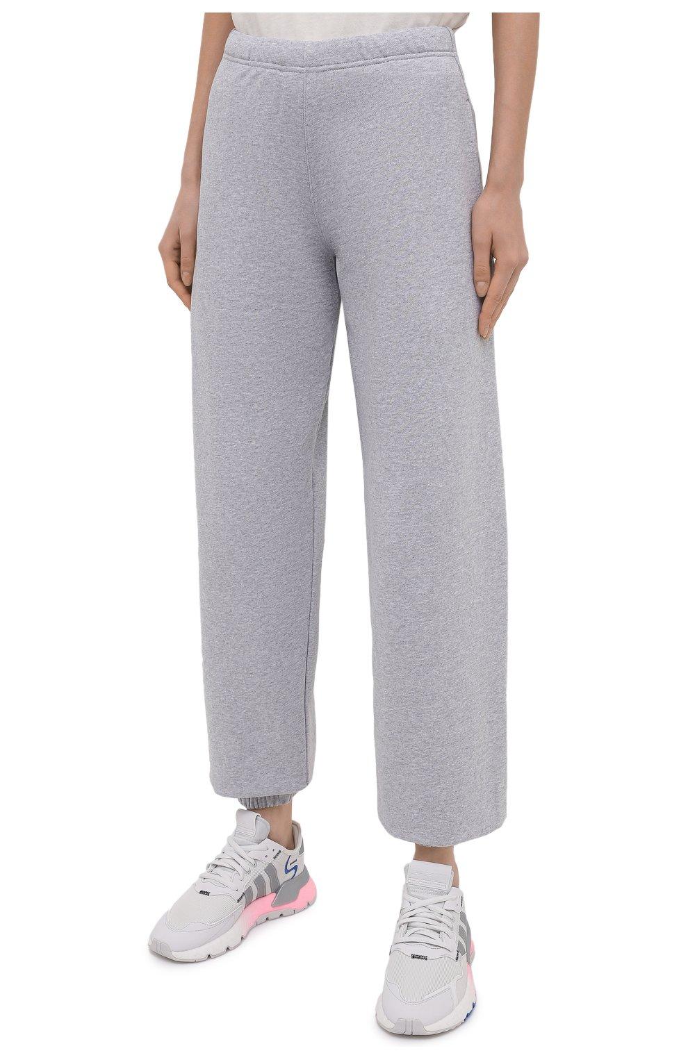 Женские хлопковые джоггеры HERON PRESTON FOR CALVIN KLEIN серого цвета, арт. K20K203537   Фото 3 (Женское Кросс-КТ: Брюки-спорт, Джоггеры - брюки; Длина (брюки, джинсы): Стандартные; Материал внешний: Хлопок; Стили: Спорт-шик)