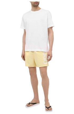 Мужские плавки-шорты HUGO желтого цвета, арт. 50451173 | Фото 2
