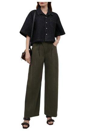 Женские хлопковые брюки CHLOÉ темно-зеленого цвета, арт. CHC21UDP51048   Фото 2 (Силуэт Ж (брюки и джинсы): Широкие; Длина (брюки, джинсы): Стандартные; Материал внешний: Хлопок; Женское Кросс-КТ: Брюки-одежда; Стили: Кэжуэл)