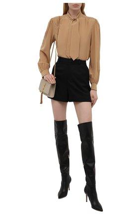 Женская шелковая блузка SAINT LAURENT бежевого цвета, арт. 650235/Y100W | Фото 2 (Женское Кросс-КТ: Блуза-одежда; Рукава: Длинные; Стили: Романтичный; Длина (для топов): Стандартные; Материал внешний: Шелк; Принт: Без принта)