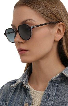 Женские солнцезащитные очки RAY-BAN коричневого цвета, арт. 2195-13163M | Фото 2