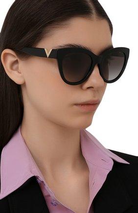 Женские солнцезащитные очки VALENTINO черного цвета, арт. 4089-50018G | Фото 2