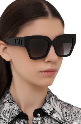 Женские солнцезащитные очки VALENTINO черного цвета, арт. 4082-50018G   Фото 2