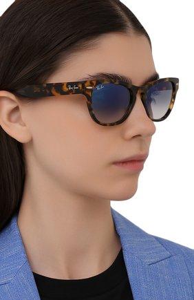 Женские солнцезащитные очки RAY-BAN коричневого цвета, арт. 2201-13323F | Фото 2