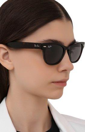 Женские солнцезащитные очки RAY-BAN коричневого цвета, арт. 2201-902/B1 | Фото 2