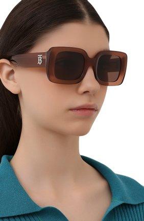 Женские солнцезащитные очки BURBERRY коричневого цвета, арт. 4327-317373   Фото 2 (Тип очков: С/з; Оптика Гендер: оптика-женское; Очки форма: Прямоугольные)