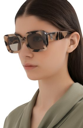 Женские солнцезащитные очки BURBERRY бежевого цвета, арт. 4327-3501/3   Фото 2 (Тип очков: С/з; Оптика Гендер: оптика-женское; Очки форма: Прямоугольные)