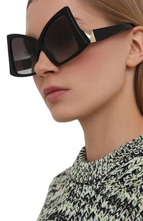 Женские солнцезащитные очки VALENTINO черного цвета, арт. 4091-50018G | Фото 2