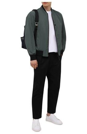 Мужской бомбер BOSS темно-зеленого цвета, арт. 50451960   Фото 2 (Кросс-КТ: Куртка; Длина (верхняя одежда): Короткие; Материал внешний: Синтетический материал; Принт: Без принта; Стили: Кэжуэл; Рукава: Длинные)