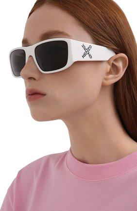 Женские солнцезащитные очки KENZO белого цвета, арт. KZ40126I 21A | Фото 2 (Тип очков: С/з; Оптика Гендер: оптика-унисекс; Очки форма: Прямоугольные)
