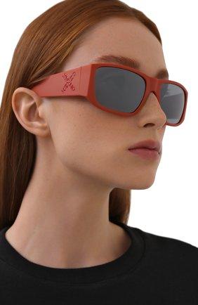 Женские солнцезащитные очки KENZO оранжевого цвета, арт. KZ40126I 43C | Фото 2 (Тип очков: С/з; Оптика Гендер: оптика-унисекс; Очки форма: Прямоугольные)