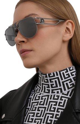 Женские солнцезащитные очки VERSACE серебряного цвета, арт. 2225-10016G | Фото 2