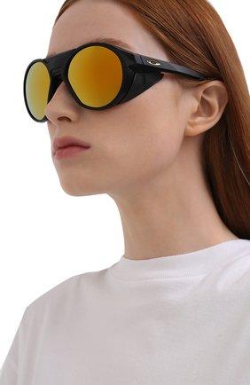 Женские солнцезащитные очки OAKLEY черного цвета, арт. 9440-944007 | Фото 2