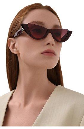 Женские солнцезащитные очки VALENTINO бордового цвета, арт. 4095-518020 | Фото 2 (Тип очков: С/з; Очки форма: Cat-eye, Бабочка; Оптика Гендер: оптика-женское)