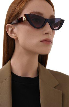 Женские солнцезащитные очки VALENTINO коричневого цвета, арт. 4095-5182I6 | Фото 2