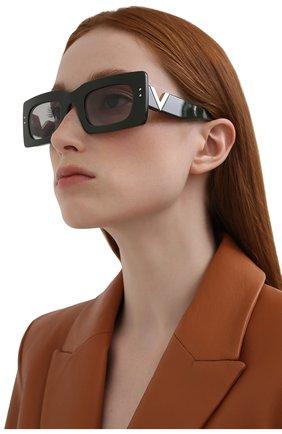 Женские солнцезащитные очки VALENTINO черного цвета, арт. 4094-517687 | Фото 2