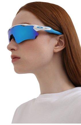 Женские солнцезащитные очки OAKLEY голубого цвета, арт. 9208-920857 | Фото 2