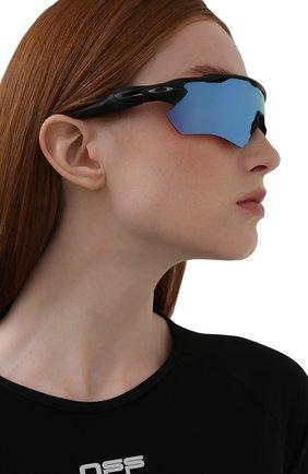 Женские солнцезащитные очки OAKLEY черного цвета, арт. 9208-920897 | Фото 2