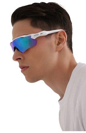 Женские солнцезащитные очки OAKLEY белого цвета, арт. 9208-9208A5 | Фото 2