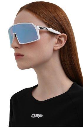 Женские солнцезащитные очки OAKLEY белого цвета, арт. 9406-940622 | Фото 2
