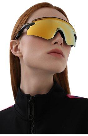 Женские солнцезащитные очки OAKLEY желтого цвета, арт. 9471-947104 | Фото 2