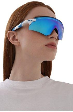 Женские солнцезащитные очки OAKLEY голубого цвета, арт. 9471-947105 | Фото 2