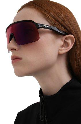Женские солнцезащитные очки OAKLEY бордового цвета, арт. 9463-946301 | Фото 2