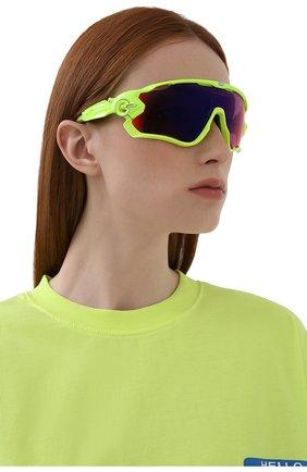 Женские солнцезащитные очки OAKLEY желтого цвета, арт. 9290-929026 | Фото 2