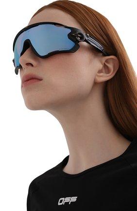 Женские солнцезащитные очки OAKLEY черного цвета, арт. 9290-929053 | Фото 2