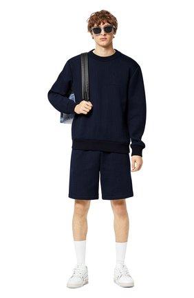 Мужской свитшот LOUIS VUITTON темно-синего цвета, арт. 1A8WTE | Фото 2 (Материал внешний: Синтетический материал, Хлопок; Мужское Кросс-КТ: свитшот-одежда; Принт: Без принта; Стили: Кэжуэл)