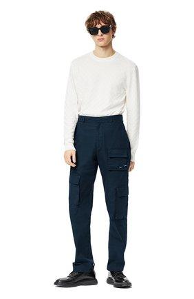 Мужские хлопковые брюки-карго LOUIS VUITTON темно-синего цвета, арт. 1A8X1H | Фото 2 (Материал внешний: Хлопок; Силуэт М (брюки): Карго; Случай: Повседневный; Стили: Кэжуэл)