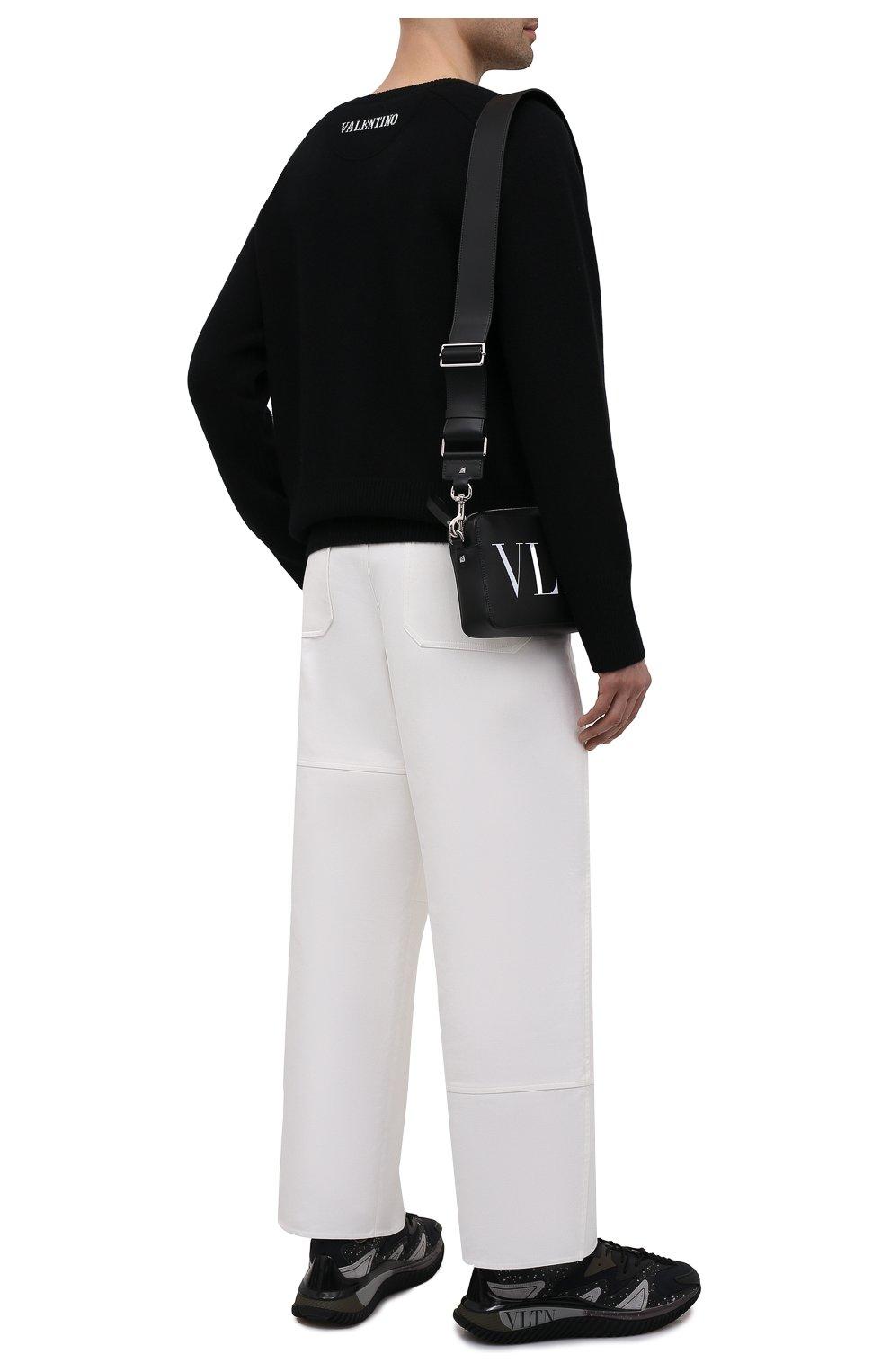 Мужской кашемировый свитер VALENTINO черного цвета, арт. WV3KC15D7K8 | Фото 2 (Материал внешний: Шерсть; Рукава: Длинные; Принт: Без принта; Длина (для топов): Стандартные; Стили: Кэжуэл)