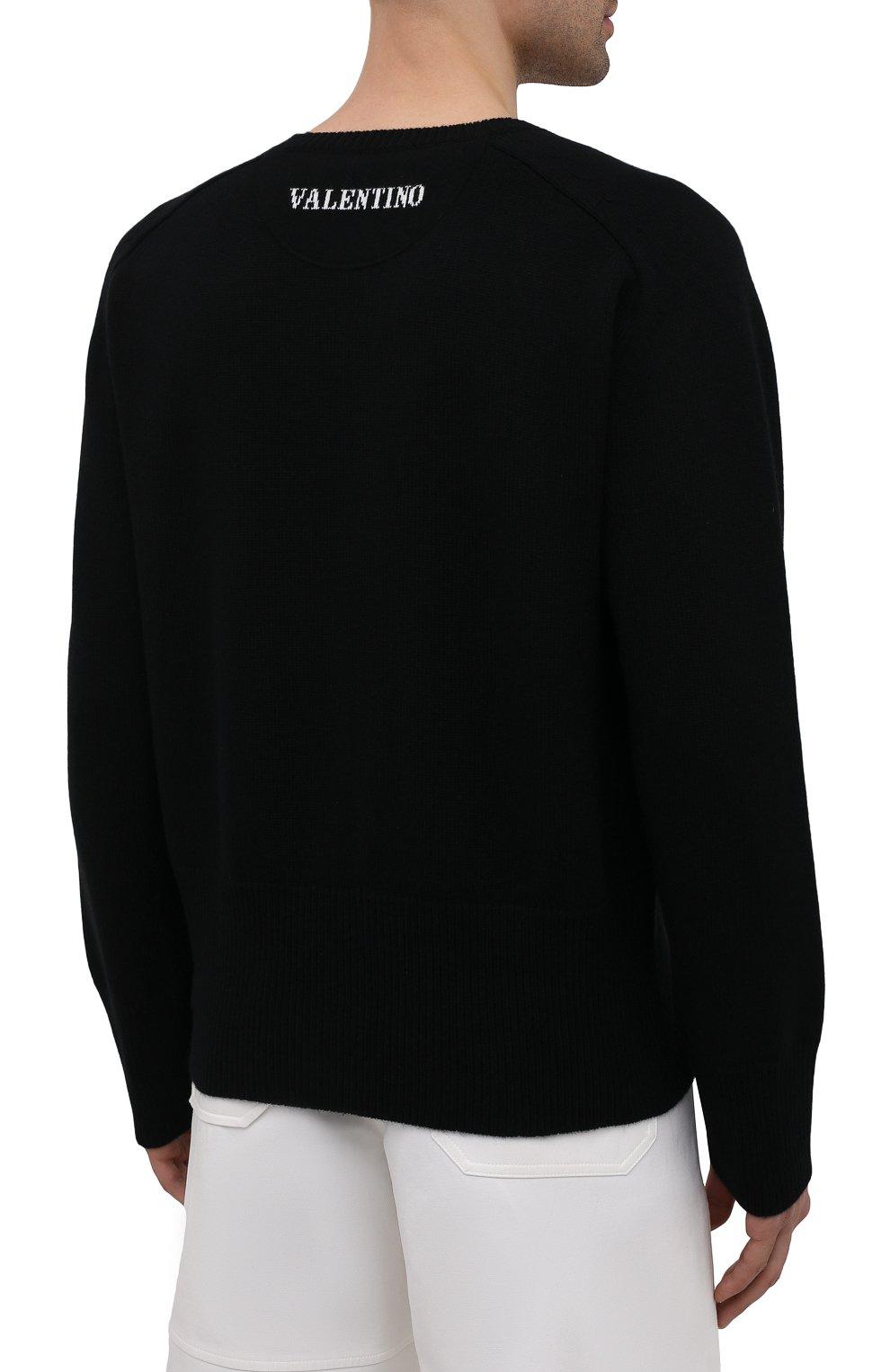 Мужской кашемировый свитер VALENTINO черного цвета, арт. WV3KC15D7K8 | Фото 4 (Материал внешний: Шерсть; Рукава: Длинные; Принт: Без принта; Длина (для топов): Стандартные; Стили: Кэжуэл)