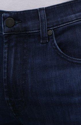 Мужские джинсы 7 FOR ALL MANKIND синего цвета, арт. JSMSB800LI | Фото 5 (Силуэт М (брюки): Прямые; Длина (брюки, джинсы): Стандартные; Материал внешний: Хлопок; Стили: Кэжуэл)