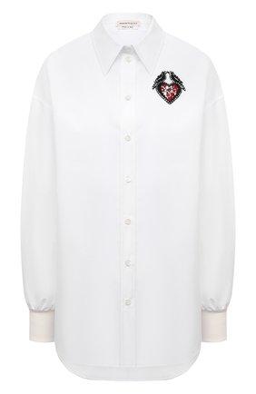 Женская хлопковая рубашка ALEXANDER MCQUEEN белого цвета, арт. 666910/QAAAY | Фото 1 (Длина (для топов): Удлиненные; Материал внешний: Хлопок; Рукава: Длинные; Стили: Гламурный; Принт: С принтом; Женское Кросс-КТ: Рубашка-одежда)