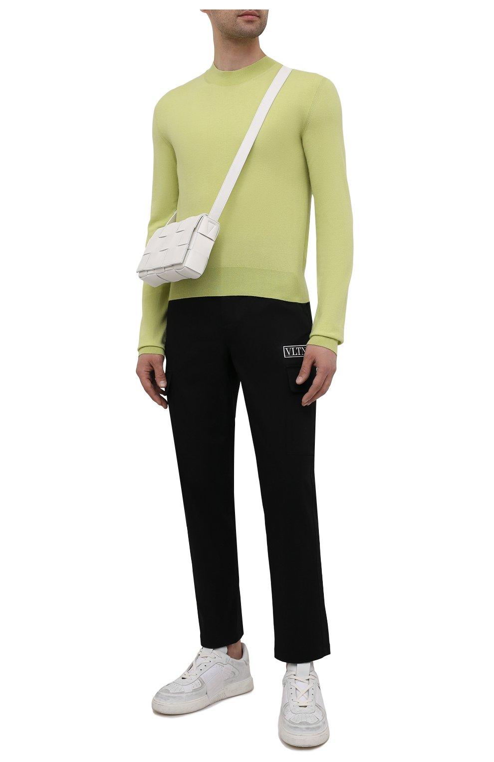 Мужские хлопковые брюки-карго VALENTINO черного цвета, арт. WV3REB006F1   Фото 2 (Силуэт М (брюки): Карго; Длина (брюки, джинсы): Стандартные; Случай: Повседневный; Материал внешний: Хлопок; Стили: Минимализм)