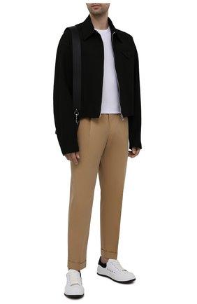 Мужские хлопковые брюки ALEXANDER MCQUEEN бежевого цвета, арт. 653534/QRS44 | Фото 2 (Материал внешний: Хлопок; Длина (брюки, джинсы): Стандартные; Случай: Повседневный; Материал подклада: Купро; Стили: Кэжуэл; Силуэт М (брюки): Чиносы)