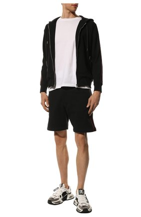 Мужские хлопковые шорты ALEXANDER MCQUEEN черного цвета, арт. 642668/QRX75 | Фото 2 (Материал внешний: Хлопок; Длина Шорты М: До колена; Кросс-КТ: Трикотаж; Принт: Без принта; Стили: Спорт-шик)